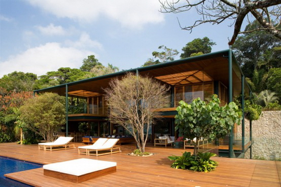 detached-from-the-ground-house-in-the-canopy-of-trees-1