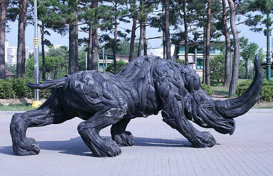 Yong Ho Ji tire sculpture 01 Used Car Tires Made Into Sculptures